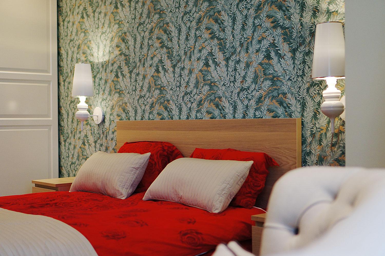 спальня красное постельное белье